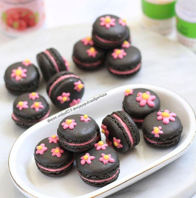 black-pink-macaron